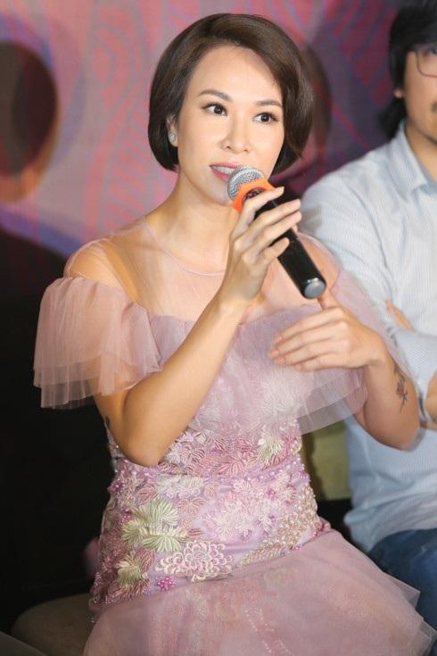 Uyên Linh chia sẻ tại buổi họp báo.