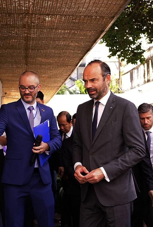 Thủ tướng Pháp tham quan Trung tâm y tế Pháp tại TPHCM