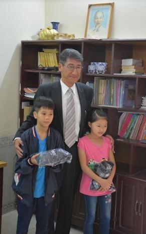Ban huấn luyện tuyển Việt Nam thăm và giao lưu với các trẻ em Làng SOS Hà Nội - 6