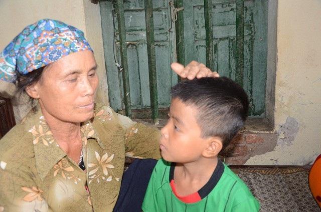 Bố bỏ rơi, mẹ đột ngột qua đời, bé 7 tuổi lay lắt sống cùng ông bà ngoại già yếu - 6