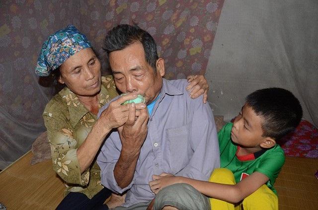 Bố bỏ rơi, mẹ đột ngột qua đời, bé 7 tuổi lay lắt sống cùng ông bà ngoại già yếu - 8