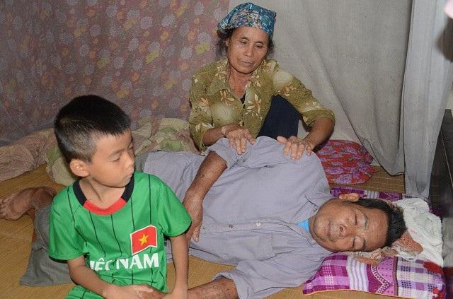 Bố bỏ rơi, mẹ đột ngột qua đời, bé 7 tuổi lay lắt sống cùng ông bà ngoại già yếu - 10