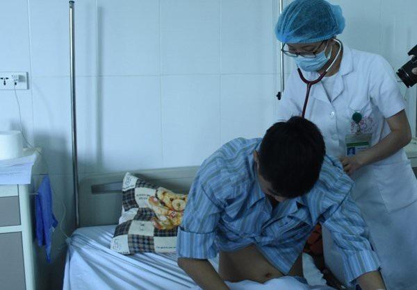 Nam bệnh nhân mắc sán lá phổi điều trị tại BV Bệnh nhiệt đới TƯ