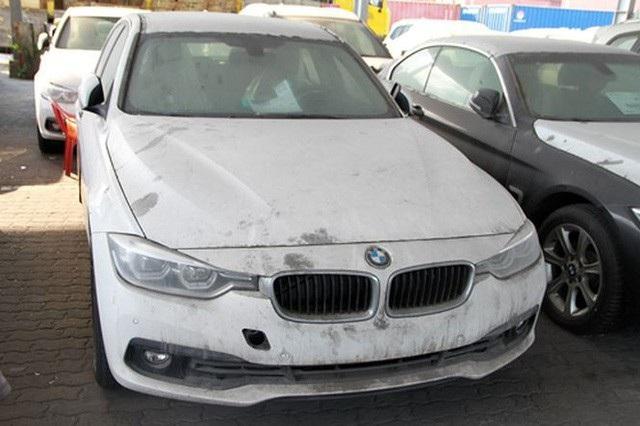 BMW nhập lậu của Euro Auto phơi nắng, cáu bẩn tại cảng của Việt Nam