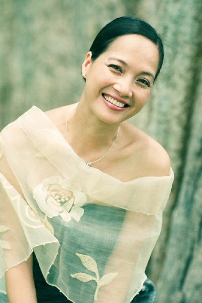 Bước chân vào lĩnh vực nghệ thuật từ năm 1970 cho đến nay, NSND Lê Khanh đã tham gia diễn xuất trong nhiều hoạt động sân khấu điện ảnh lẫn truyền hình và được xem là ngôi sao sáng của nền nghệ thuật phía Bắc.