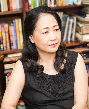 Bà được phong danh hiệu Nghệ sĩ ưu tú năm 1988 và Nghệ sĩ nhân dân năm 2007. Cuối năm 2007, bà giành giải thưởng Diễn viên nước ngoài xuất sắc Hàn Quốc do Đài truyền hình SBS trao tặng với vai bà mẹ trong bộ phim Cô dâu Vàng (Hãng phim truyện I và SBS hợp tác sản xuất).