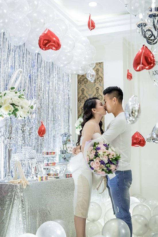 """Những khoảnh khắc """"tình bể bình"""" của cầu thủ U23 Việt Nam với bạn gái - 3"""