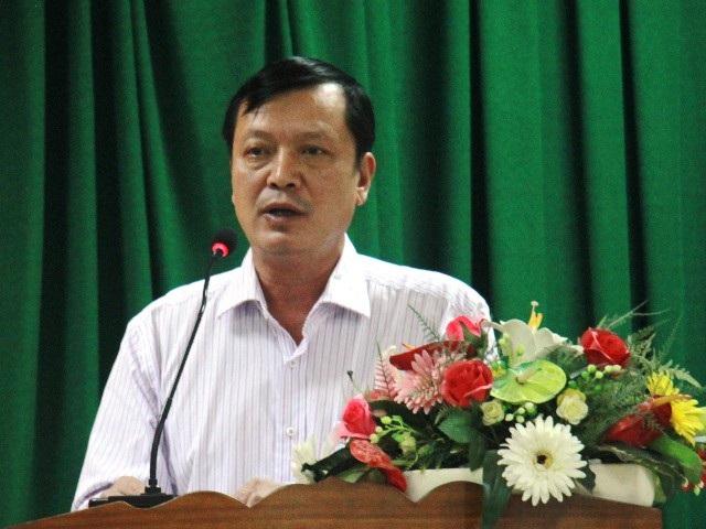Ông Nguyễn Công Vịnh - Phó Chủ tịch UBND TP Quy Nhơn trả lời thắc mắc của cử tri nhưng cử tri không đồng tình.