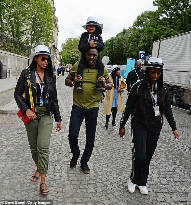 Idris Elba bên bạn gái và hai con riêng