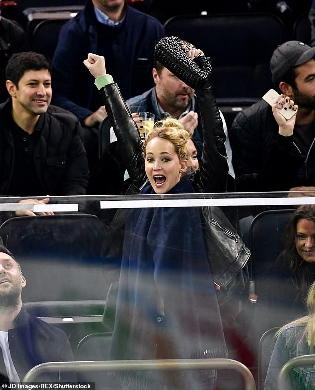 Jennifer Lawrence từng trải qua nhiều mối tình trong quá khứ, gần nhất là mối tình với đạo diễn nổi tiếng Darren Aronofsky