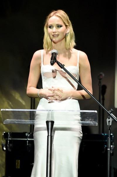Jennifer Lawrence chia tay đạo diễn lớn tuổi vào tháng 11/2017 và vẫn giữ quan hệ bạn bè