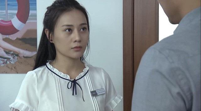 Quỳnh bị Thịnh cho nghỉ việc sau khi clip đánh ghen bị tung lên mạng gây ảnh hưởng đến công việc kinh doanh.