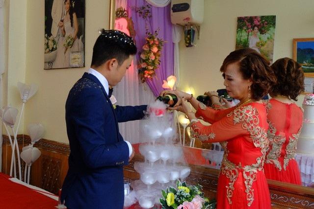 Cô dâu 61 và chú rể 26 trong đám cưới mới đây tại Cao Bằng