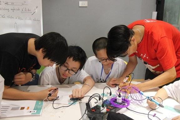 Hoạt động trải nghiệm củahọc sinh Trường THPT chuyên Hà Nội - Amsterdam. Ảnh: NGUYỄN HỒNG