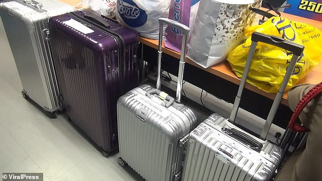 Những chiếc vali đắt tiền bị lấy cắp