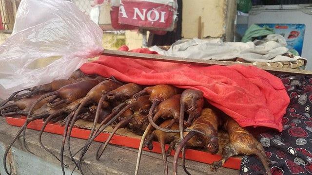 Chuột đồng khi chế biến các món ăn có vị ngọt, thơm và béo ngậy rất đưa cơm nhưng lại là món ăn khiến nhiều du khách hoảng sợ khi lần đầu nhìn thấy