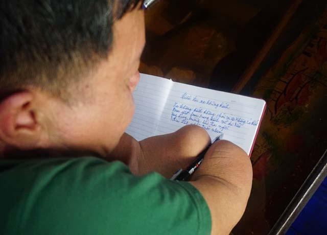 Tôi còn đôi mắt, còn đôi chân, còn một phần của đôi tay, lẽ nào lại đầu hàng số phận?, cựu chiến binh Nguyễn Văn Linh nói.