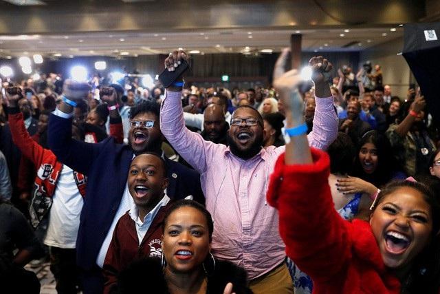 Phản ứng của người Mỹ khi theo dõi kết quả bầu cử giữa kỳ ngày 6/11. (Ảnh: Reuters)