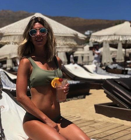 Trong cuộc chiến nhan sắc khốc liệt với Juventus, MU may mắn có được hai bóng hồng xinh đẹp là Isabel Collado, bạn gái Herrera…