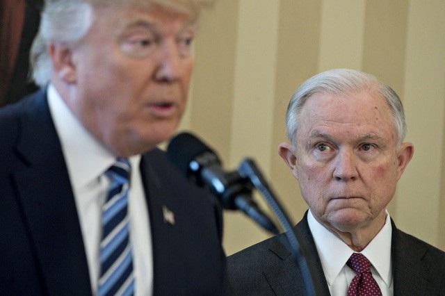 Bộ trưởng Tư pháp Sessions được dự đoán sẽ là người đầu tiên rời đi nếu Tổng thống Trump thay đổi nội các. (Ảnh: Reuters)