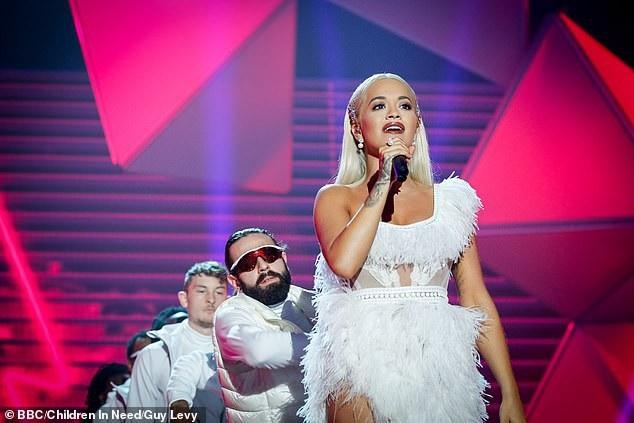 Rita Ora trình diễn tại Wembley, London ngày 6/11 vừa qua