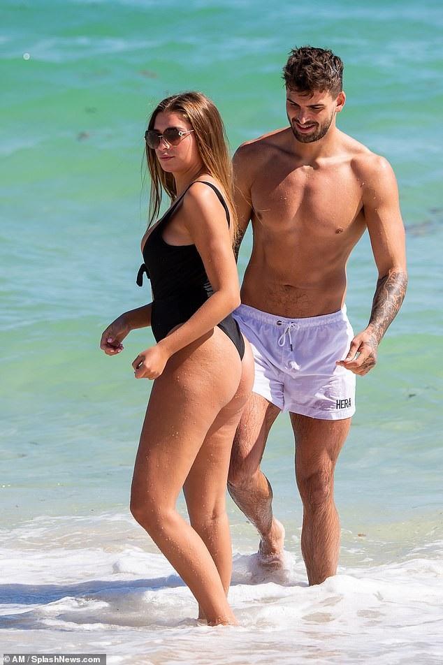 Zara McDermott và Adam Collard cùng nhau đi nghỉ mát tại Miami nhân dịp sinh nhật của Adam