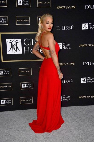 Sở hữu vóc dáng quyến rũ nhưng như Rita Ora chia sẻ, cô không hoàn toàn tự tin vào vẻ ngoài của mình
