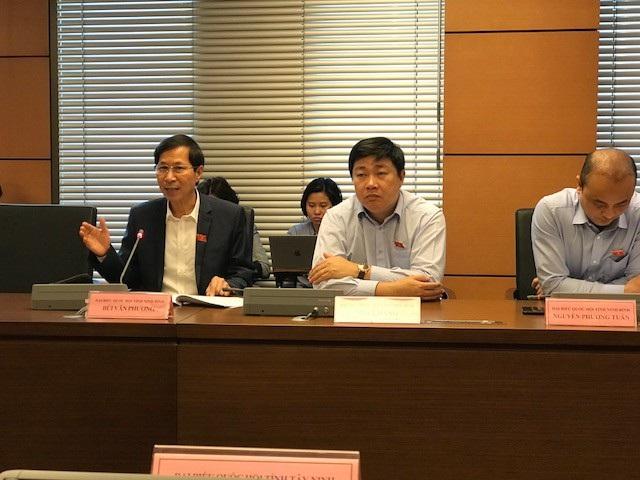 Đại biểu Bùi Văn Phương (Ninh Bình) phát biểu tại phiên thảo luận tổ chiều 8/11.