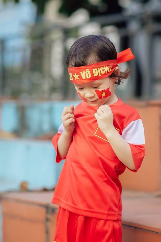 Em bé lai Canada – Việt Nam có đôi mắt giống tuyển thủ Lương Xuân Trường - 5