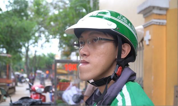Nguyễn Duy Phương - chàng thạc sĩ hàm móm lái xe ôm vô tình nổi tiếng khắp cộng đồng mạng sau một clip có nội dung miệt thị người bị khiếm khuyết.