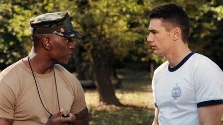 """Khi đóng """"Annapolis"""", James Franco đã diễn quá nhập tâm và cư xử không phải với bạn diễn Tyrese Gibson. Trong một cảnh diễn tập, Franco thực sự đã đấm vào mặt Gibson, khiến cho nam tài tử này phải thốt lên rằng: """"Tôi không bao giờ muốn làm việc với anh ta nữa và tôi chắc chắn là anh ta cũng cảm thấy thế""""."""