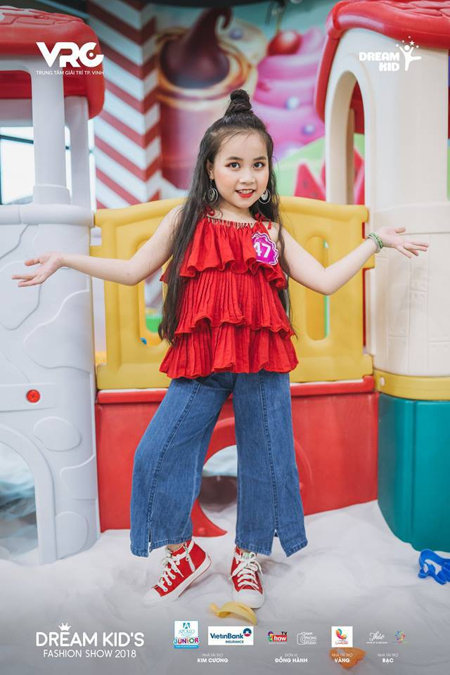 Cô bé xinh xắn Bạch Khánh Linh xuất sắc trong vòng thi Photoshooting