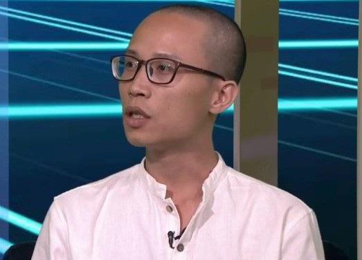 Ông Henry Nguyễn Phạm - cử nhân tâm lý học và thạc sĩ sư phạm Anh ngữ, ĐH California, Mỹ (Ảnh: clip vtv).