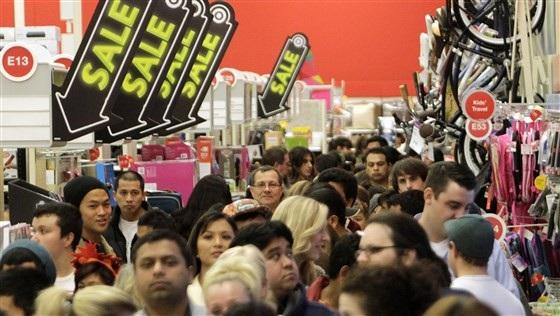 Cảnh chen chân tại các siêu thị, đại lý bán lẻ trong ngày Black Friday ở Mỹ.