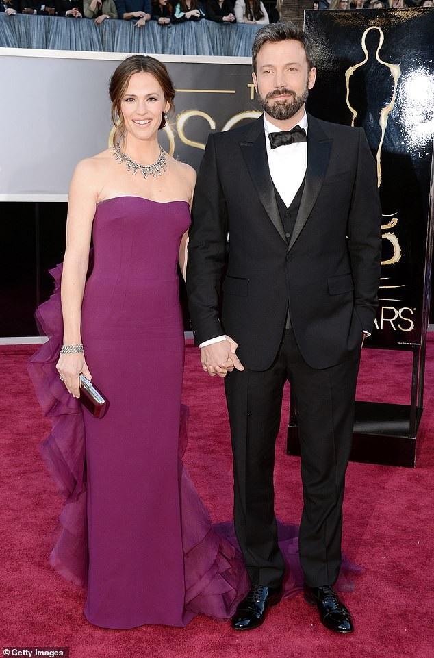 Jennifer Garner và Ben Afleck đã hoàn tất thủ tục ly dị sau 3 năm lý thân.