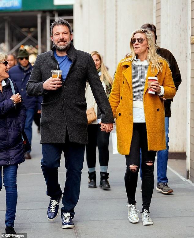 Trong thời gian ly thân với Jennifer, Ben đã hò hẹn với nhà sản xuất Lindsay Shookus gần một năm.