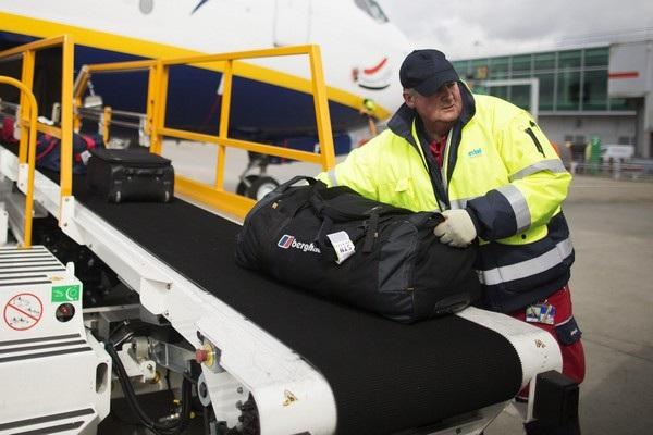 Nhân viên bốc xếp hành lý ngủ quên trong khoang hành lý máy bay và thức dậy ở một nơi xa (Ảnh minh họa)