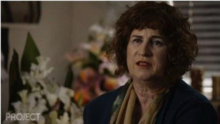Bà Linda Chapman vô cùng đau buồn và bức xúc trước sự ra đi của con trai