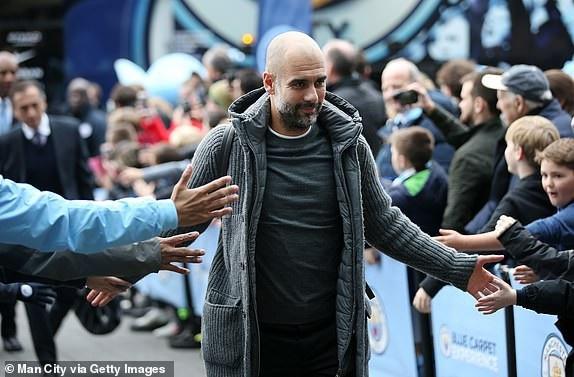Guardiola tới sân Etihad chuẩn bị cho trận đấu ở vòng 14