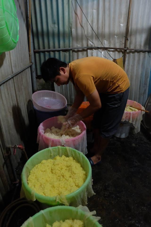 Theo anh Nam, mỗi ngày anh bán được 20kg xôi, thu lãi khoảng 200 nghìn đồng