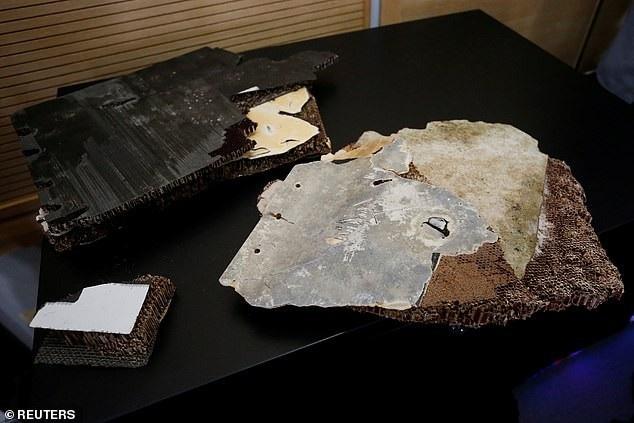 Các mảnh vỡ có kích thước lớn nhỏ khác nhau (Ảnh: Reuters)