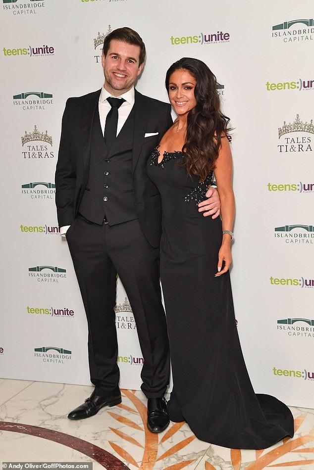 Casey Batchelor sánh đôi bạn trai Dane Goodson dự sự kiện từ thiện tại London ngày 30/11 vừa qua