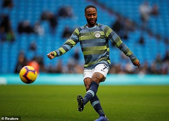 Sterling khởi động trước trận đấu