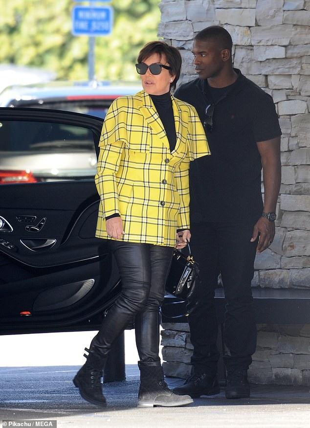 Xuất hiện cùng Kim siêu vòng ba là mẹ cô - bà Kris Jenner