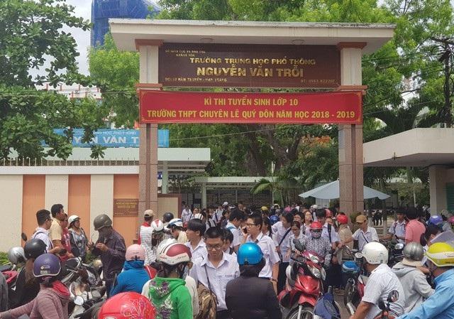 Học sinh dự thi vào lớp 10 trường THPT Chuyên Lê Quý Đôn, Khánh Hòa năm học 2018-2019