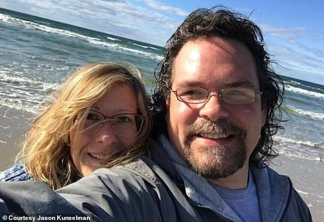 Anh Jason Kunselman và vợ