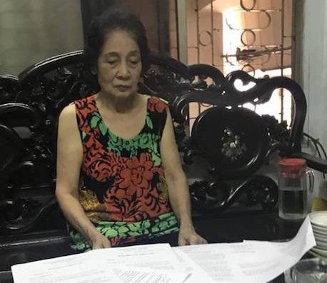 Cụ bà 76 tuổi đã cạn hết nước mắt và vẫn chưa biết bao giờ được chạm tay vào cuốn sổ đỏ hợp pháp của mình.