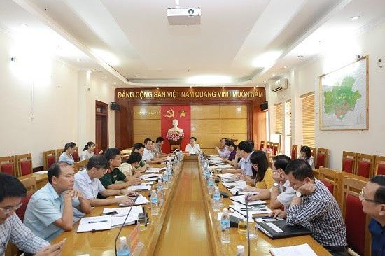 Cuộc họp giữa huyện Hoành Bồ với công ty Cổ phần Tập đoàn Hạ Long đã chỉ ra nhiều vấn đề lình sình tại các dự án của doanh nghiệp này (ảnh CTTĐT Hoành Bồ)