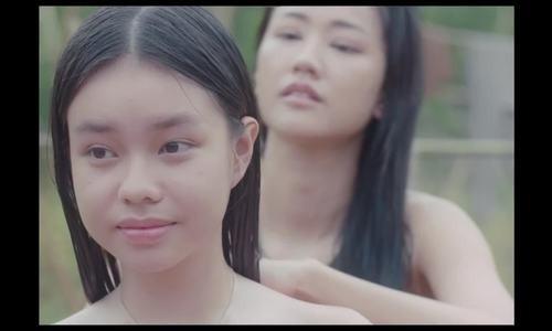 Cô vợ ba trong phim dần có cảm tình với Xuân - vai diễn vợ hai do Maya đảm nhiệm.