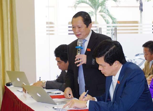 Ông Lương Thanh Hải - Trưởng Ban Dân tộc tỉnh Nghệ An cung cấp các số liệu liên quan đến tình trạng lao động các huyện miền núi rời quê hương đi làm ăn, trong đó, một bộ phận không nhỏ lao động đi Trung Quốc.